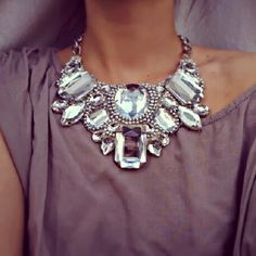 How to Chic: STATEMENT NECKLACE