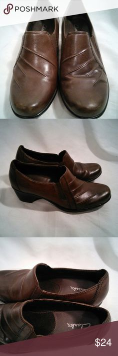 Women's Clarks 7.5 W Slip On Brown Shoes This is a nice pre owned pair of Women's Size 7.5W Dark Brown Slip on Shoes. The upper is made of leather and the soles are made of rubber. The heels are about 1.75 inches. They have light crease more so on one shoe than the other. Any questions please feel free to ask. Clarks Shoes Mules & Clogs