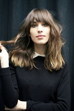 Alexa chung : minimal + classic beauty hair, hair cuts a ale Hairstyles With Bangs, Trendy Hairstyles, Hairstyle Ideas, Long Hairstyles With Fringe, Lob Haircut With Bangs, Famous Hairstyles, Choppy Bangs, Haircut Bob, Haircut Style