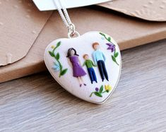 Custom family portrait necklace, Sterling silver and polymer clay pendant, Personalized family illustration // Mother's Day // Women gift Mother Christmas Gifts, Christmas Gifts For Women, Unique Gifts For Her, Perfect Gift For Her, Polymer Clay Pendant, Polymer Clay Jewelry, Polymer Clay Embroidery, Family Necklace, Mom Birthday Gift
