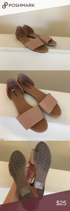 Minimal Open Toe Flats Size 6 tan and brown open toed flats by Breckelle's. faux leather. Flat and comfy, worn only once. I ship daily - excluding Sundays and holidays - and I store items in a smoke free, pet free environment. Open to offers; bundles discounted! No trades. Breckelles Shoes Sandals