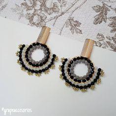 ¿Lista para deslumbrar💃?... Últimas referencias, aprovecha nuestro ⭐ BLACK DAYS ⭐, descuentos hasta del 40% en nuestra tienda virtual 💻 🛍… Imitation Jewelry, Brick Stitch, Beading Tutorials, Beaded Earrings, Seed Beads, Aqua, Earrings Handmade, Fashion Earrings, Beading Jewelry