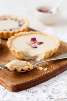 Earl grey tea panna cotta tarts with dried flowers