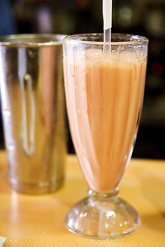 Morir Soñando (Dominican Republic). 'Morir Soñando (Die dreaming) is a popular beverage of the Dominican Republic which has made its way to other ethnically Hispanic countries, usually made of orange juice, milk, cane sugar, and chopped ice. Sometimes vanilla extract is also added, or evaporated milk is used instead of regular milk.' http://www.lonelyplanet.com/dominican-republic