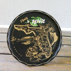 The classic souvenir! This one is from Florida. Fun to collect...  great for serving lunch.    Some scratching.    about 11 round.    __________