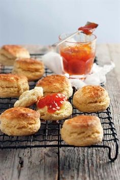 Karringmelkskons South African Desserts, South African Recipes, Feel Good Food, Bread And Pastries, Cheesecake Recipes, Scone Recipes, High Tea, Kos, Food And Drink