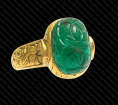 Mystifying Gold And Emerald Ring