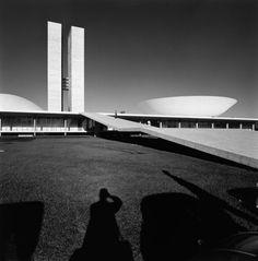Oscar Niemeyer y el palacio de los congresos, en brasilia.