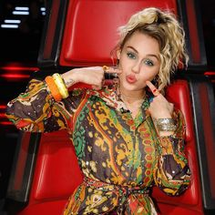 Tune in to the #voiceresults show tonight at 8/7c to find out who makes the top 8! #TeamMiley