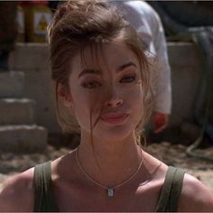 Christmas Jones Actress: Denise Richards Nationality:American Bond Movie:The World is Not Enough Bond Girls, Girls With Girls, 90s Hairstyles, Hairstyles With Bangs, Oval Face Hairstyles, Hair Inspo, Hair Inspiration, Pretty People, Beautiful People