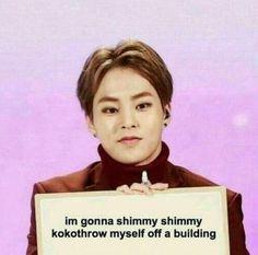 exo meme 'im gonna shimmy shimmy kokotrhow myself off a building Exo Memes, Dankest Memes, Funny Memes, Exo Bts, Chanyeol Baekhyun, Meme Pictures, Reaction Pictures, 2ne1, K Pop