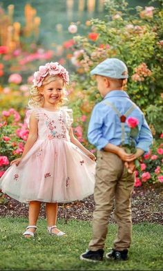 Amazing Photography, Photography Poses, Little Girl Photography, Young Love, Beautiful Children, Girl Nursery, Cute Kids, Illustrations, Cute Pictures