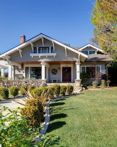 Lovely little bungalow. - Lovely little bungalow. Effective pictures we provide you about diy home decor A high-quality ima - Craftsman Porch, Craftsman Exterior, Craftsman Style Homes, Craftsman Bungalows, Craftsman Houses, Bungalow Exterior, Patina Farm, Cottages And Bungalows, Bungalow Homes
