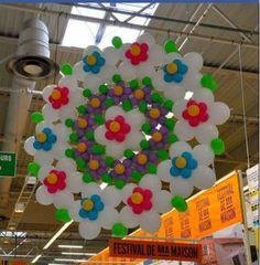 Décoration ballons - could easily become a muffin top Balloon Chandelier, Balloon Ceiling, Balloon Curtains, Balloon Wall, Balloon Arch, Eid Balloons, Hanging Balloons, Helium Balloons, Latex Balloons