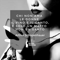 Una frase che celebra i piaceri della vita. Che mondo sarebbe senza un buon bicchiere di vino?