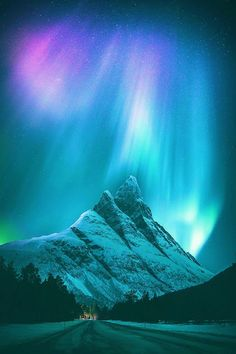 Snowy mountains under the Northern lights - The MAN - What is the Aurora Borealis? Aurora Borealis, Northen Lights, Snowy Mountains, Arctic Circle, Lofoten, Light Painting, Light Photography, Night Skies, Beautiful Landscapes