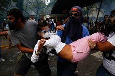 Hoy de la represión que sufrieron los estudiantes de la UCV por parte de la Policía #12MCalleEnPazYaTeVasNicolas 12-03-2014