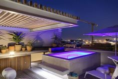 155 Waterkant is a luxury self-catering holiday apartment in De Waterkant with 3 bedrooms.