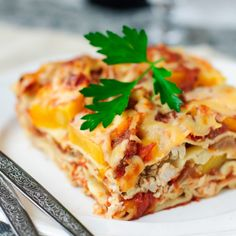 Try this creamy chicken lasagna. This lasagne recipe is delicious and easy to cook. However it will take some time to prepare so can be made a day in. Lasagne Bolognese, Chicken Lasagne, Potato Lasagna, Pumpkin Lasagna, Chicken Pumpkin, Butternut Squash Lasagna, Potato Casserole, Cheese Lasagna, Thanksgiving