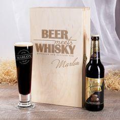 Das Geschenk-Set Whisky meets Beer ist eine tolle Geschenkidee für Männer! In der schön gestalteten Holzbox mit Klappdeckel warten ein Whisky Stout Craft Bier und ein persönliches Pilsglas auf den Beschenkten.