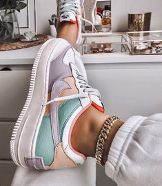Image discovered by Ola Kogut. Find images and videos about shoes nike and colo Trendy Outfits Nike Air Force Ones, Nike Shoes Air Force, Nike Air Force 1 Outfit, Moda Sneakers, Sneakers Nike, Cute Sneakers For Women, Summer Sneakers, Nike Trainers, Crazy Shoes