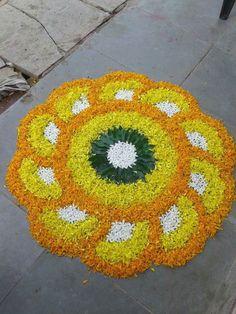 Rangoli Designs Flower, Rangoli Border Designs, Small Rangoli Design, Colorful Rangoli Designs, Rangoli Designs Diwali, Flower Rangoli, Beautiful Rangoli Designs, Flower Mandala, Mandala Design