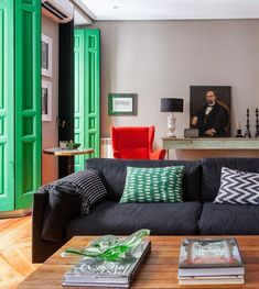 In Madrid, Gutsy Design Wakes Up a Century-Old Pied-à-Terre (Design*Sponge) Funky Home Decor, Vintage Home Decor, Diy Home Decor, Vintage Modern, Condo Design, House Design, Interior Design, Image Deco, Colorful Interiors