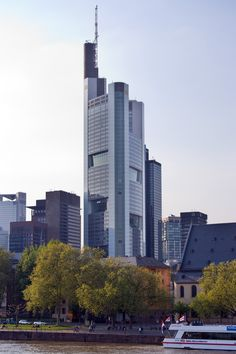 Commerzbank Zentrale 259m, 56 floors, completion 1997, architect Foster & Partners. Frankfurt, Germany