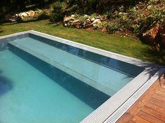Plage escaliers piscine miroir avec terrasse en bois - Piscine bois avec escalier integre ...