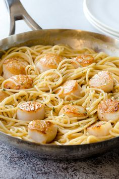 Unbelievably simple, this creamy white wine scallops pasta is rich and luxurious. - Unbelievably simple, this creamy white wine scallops pasta is rich and luxurious, yet quick and eas - Seafood Pasta, Seafood Dinner, Seafood Recipes, Pasta Recipes, Dinner Recipes, Cooking Recipes, Healthy Recipes, Seafood Bbq, Pasta Food