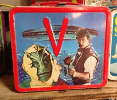 {In search of kids toy tips? Retro Lunch Boxes, Lunch Box Thermos, Tin Lunch Boxes, Lunch Containers, Metal Lunch Box, Bento Box Lunch, Star Wars Lunch Box, Ulysse 31, School Lunch Box