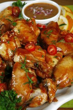 Chicken Wings Recipes This page contains teriyaki chicken wings recipes. Chicken wings can be prepared using a wide variety of sauces.This page contains teriyaki chicken wings recipes. Chicken wings can be prepared using a wide variety of sauces. Teriyaki Chicken Wings, Pollo Chicken, Mexican Food Recipes, Healthy Recipes, Ethnic Recipes, Healthy Meals, Teriyaki Sauce Ingredients, Tapas, Chicken Wing Recipes