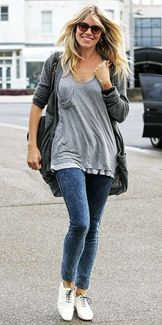 Cardi, slouch pocket tee, dark skinnies, white oxfords with black laces