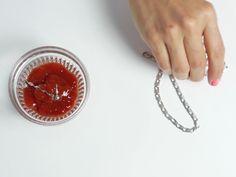 O alimento é um verdadeiro aliado para deixar sua prata limpinha e brilhando. Aprenda como!