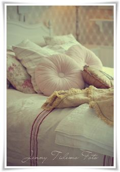 love the pillows colour/form