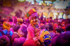 Shyaam ke rang me rangi radhika Festival Photography, Street Photography, Holi Festival India, Holi Photo, Holi Wishes, Beautiful Girl Drawing, Indian Aesthetic, Body Painting, Painting Art