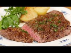 Chaliapin Steak is a unique steak exclusively known in Japan. The dish uses lots of onion and was originally devised to make the meat extra tender and delicious. The thoroughly sauted onion goes great with this steak. Steaks, Steak Braten, Steak Recipes, Cooking Recipes, Cooking 101, Chicken Recipes, Vrai Faux, Beef Round, Cooking