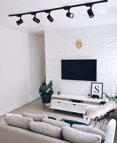 Decoração de sala pequena e moderna: Tendências 2019 Decor, Small Living Room Decor, Home Goods, Living Room Decor Apartment, Small Apartment Interior, Home Decor, House Interior, Apartment Decor, Home Deco