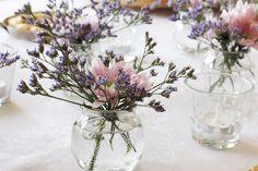 Uma decoração de mesa tão singela e bonita!  #decoraçãodemesa #portuguesetabledecor