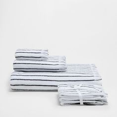 Image of the product COTTON TOWELS WITH STRIPES AND FRINGES