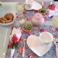 Bom dia assim é sinônimo de carinho e dedicação! Amamos 😍 . . ⬇️ ENVIAMOS PRA TODO BRASIL!! Compras Glaze Paint, French Cafe, Valentines Day Decorations, Deco Table, Candy Colors, Lunches And Dinners, Cottage Chic, Dinner Table, Tablescapes