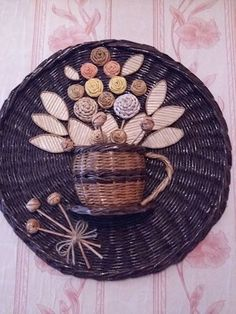 Paper Weaving, Newspaper Crafts, Recycled Art, Diy Projects To Try, Basket Weaving, Color Patterns, Wicker, Recycling, Cross Stitch