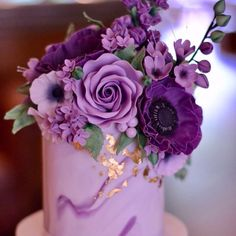 Pantone just dropped its Color of the Year news… and now, we just sit back and watch the world of weddings turn purple… well, ultra violet, to be exact. Purple Love, All Things Purple, Shades Of Purple, Purple Flowers, Pink Color, Violet Cakes, Purple Cakes, Beautiful Cakes, Amazing Cakes