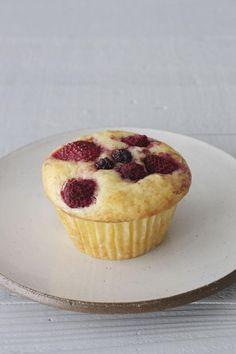 100万人が大絶賛!ビックリするほど簡単なのに見映え抜群なMizukiさんのお菓子 | くらしのアンテナ | レシピブログ Sweets Recipes, Cupcake Recipes, Baking Recipes, Mixed Berry Muffins, Bread Cake, Cafe Food, Desert Recipes, Mini Cakes, Pumpkin Recipes
