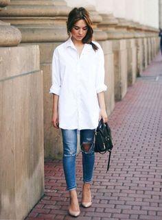 Calça jeans + camisa branca  a melhor dupla para dias de pouca inspiração.  Scarpin 8aecc1f816700