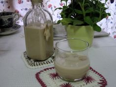 DulcificARTE: Baileys casero Glass Of Milk, Panna Cotta, Ethnic Recipes, Food, Cooking Recipes, Sweets, Dulce De Leche, Homemade, Pies
