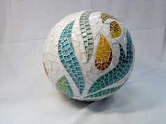 Virginie Loÿ is a French-Finnish artist fascinated by little pieces. Mosaic Tile Art, Mosaic Vase, Mosaic Crafts, Mosaic Projects, Mosaic Artwork, Pebble Mosaic, Mosaic Bowling Ball, Bowling Ball Art, Mosaic Designs