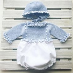 This Pin was discovered by Pit Baby Clothes Patterns, Cute Baby Clothes, Baby Knitting, Crochet Baby, Tricot Baby, Rangers, Knitted Romper, Classic Outfits, My Baby Girl