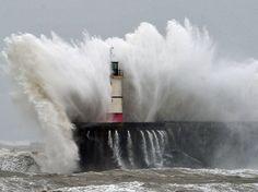 pinterest.com/fra411 #ocean - Du Portugal à l'Angleterre, la mer en furie