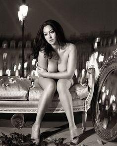 Safinia Big Aas Nude
